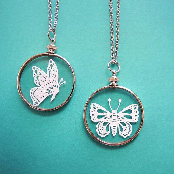 Papercut vlinder ketting  origineel Handcut door SarahTrumbauer