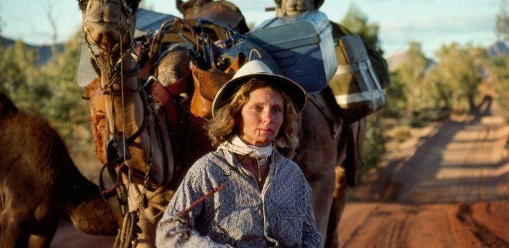 Robyn Davison,Antropóloga Social. Atravesó el gran desierto australiano desde Alice Springs hasta el Océano índico con la única compañía de su perra Diggity y cuatro camellos Bub, Zeleika, Dookie y Goliath.