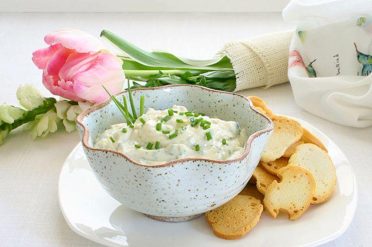 Trempette au yaourt, à l'ail et aux herbes fines