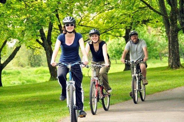 Alasan mengayuh sepeda – Olahraga secara rutin merupakan hal yang harus dilakukan agar tubuh menjadi sehat dan bugar. Bersepeda merupakan salah satu olahraga yang banyak digemari bagi masyarakat perkotaan karena tak hanya simple namun dapat dilakukan dimana saja.