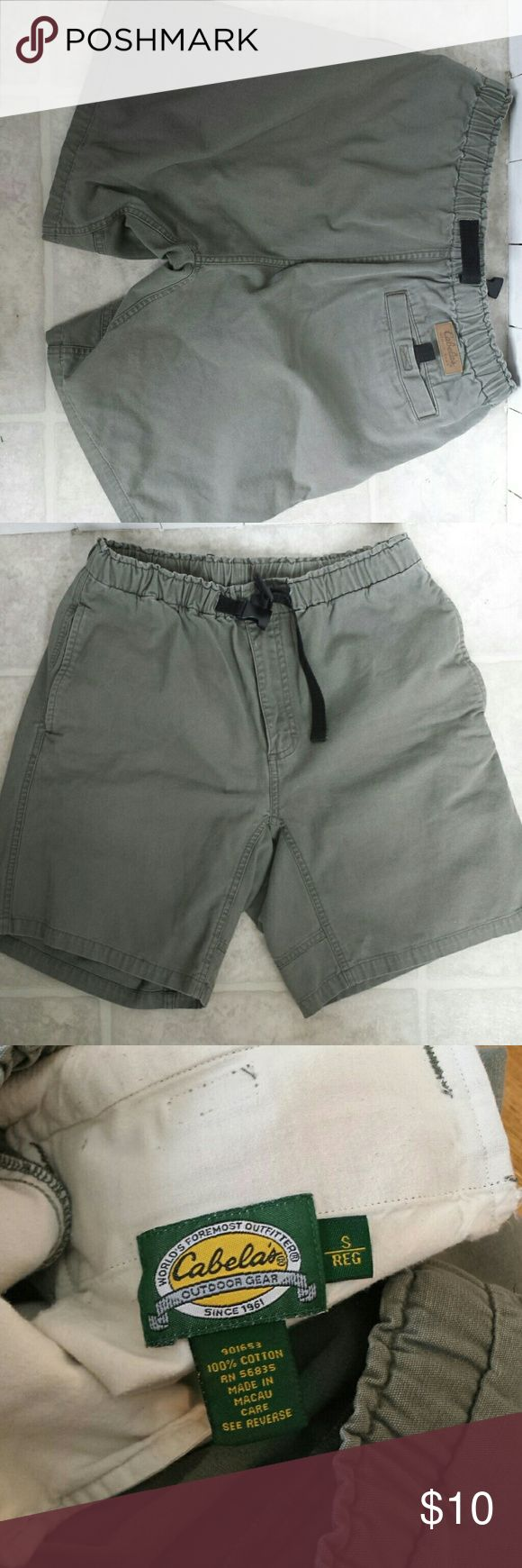 Cabelas women's Green Shorts size small Cabelas women's Green Shorts size small. These run bug, in my opinion. I wear a medium and they fit me. They have an adjustable waist and buckle. cabelas  Shorts Bermudas
