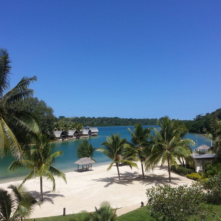 Does this look like somewhere you'd like to be right now? Beautiful clear skies and warm temperatures...irresistible!  #Vanuatu #Holidayinnresort #paradise