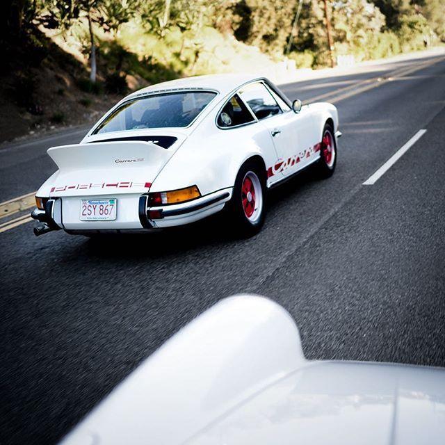 Shots like these is why I wanted a sunroof equipped Carrera 😉#Porsche #porschecarrerars #CarreraRS #porsche911 #porsche911rs #aircooledporsche #aircooled #instacars #luftgekühlt #porschelove #vintagecar #vintageporsche #drivetastefully #sonya7 #zeisslens #mirrorless #sonyimages #sonyphotography #sonyalphaclub #carsandcoffee #porschefans #trancascarsandcoffee #malibu