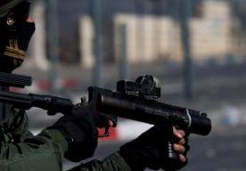 4-Jul-2014 5:42 - ISRAËL STELT HAMAS ULTIMATUM. De Israëlische premier Netanyahu waarschuwt Hamas tegen nieuwe raketaanvallen op Israël. Als die doorgaan, zullen de Israëlische troepen aan de grens met de Gazastrook in actie komen. Netanyahu sprak op de Amerikaanse ambassade, ter gelegenheid van de Amerikaanse onafhankelijkheidsdag 4th of July. De premier zei dat Israël zich voorbereidt op twee scenario's in het zuiden. Als de aanvallen van Hamas stoppen, zal Israël ook zijn...