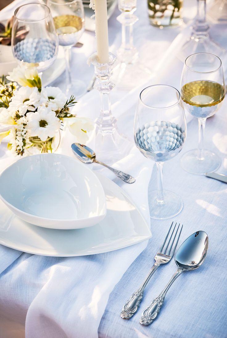 White Dinner! Feine Feste feiern… Zum Dinner en blanc wird feierlich in weißen Accessoires geschwelgt. Lasst euch von unserem White Dinner inspirieren.