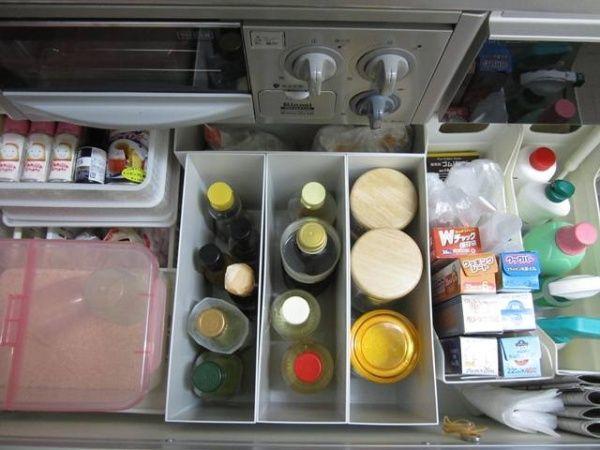パッケージをそのままでもすっきり収納するには引き出しの中に入れるのが一番。仕切りのためのボックスが隙間なく配置されていてきれい。