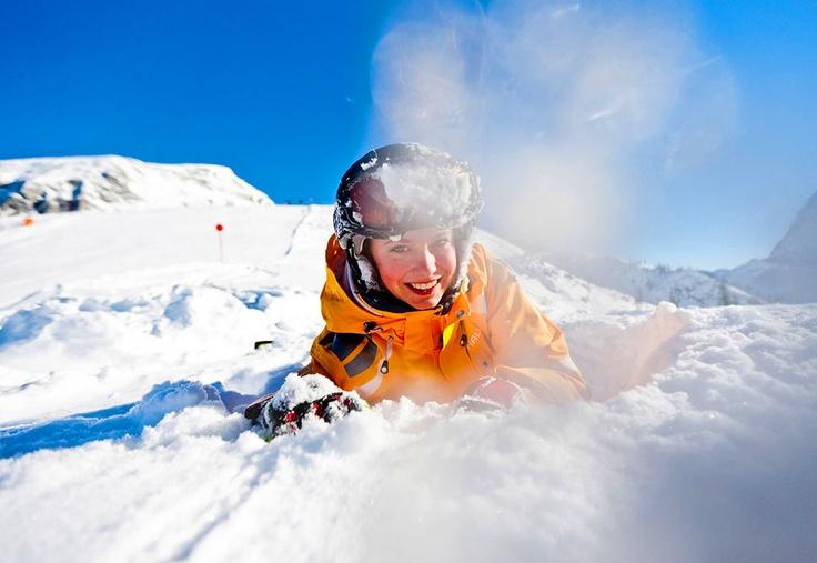 Schnee, Spaß & Wintersport im Berchtesgadener Land:           Wählen Sie zwischen Ski, Schlittschuh, Schlitten oder Rodel und genießen Sie die winterlich-verschneite Landschaft beim Skitouren, Langlaufen, Boarden, Skifahren. Bei einem Skikurs erlernen oder perfektionieren Sie Ihre Technik im winterlichen Gelände. Im Zwergerlkurs werden Ihre Kleinen bestens motiviert und umsorgt.