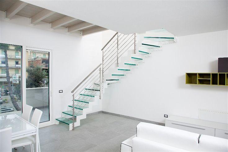 Oltre 25 fantastiche idee su design di interni moderno su for Scale interne autoportanti
