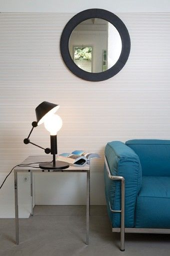MR. LIGHT SHORT Table lamp with floating arm and body in matt black metal. Two-coloured diffuser, with matt white inner part, for a widespread light. Light output in the upper part can be reduced thanks to the hat covering.