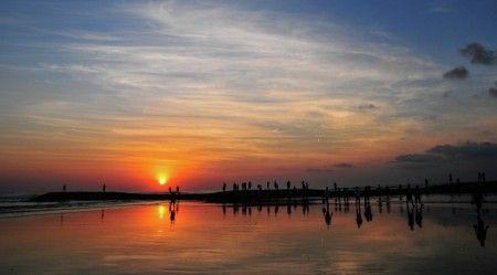 Aditya Soediro Prawirasoedharmo: Refleksi kehangatan pantai Kuta saat matahari terbenam
