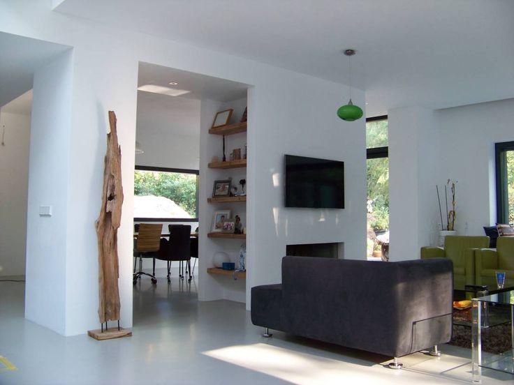 Holzregale im Haus, eine Vielzahl von Möglichkeiten