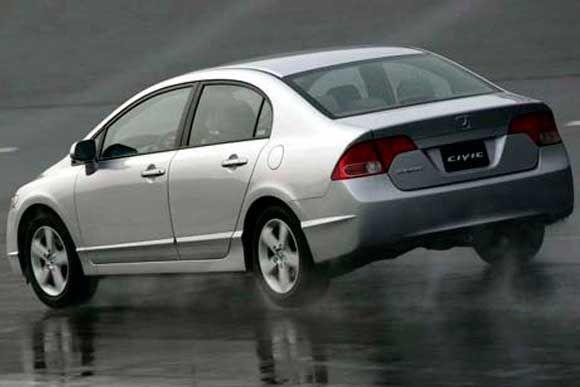 Confira todos os dados técnicos do Honda Civic LXS 1.8 2007. Potência, consumo, velocidade e muito mais