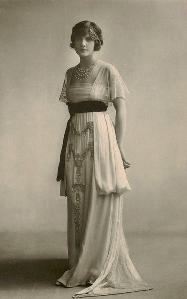 1910 Vintage Dresses | Lily Elsie 1910′s gown. Sooooooo romantic. It was also the most ...