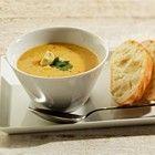 Kerriesoep met kip en aardappel recept - Soep - Eten Gerechten - Recepten Vandaag