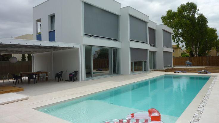 Exterior piscina porche moderno casas via - Muebles de piscina ...