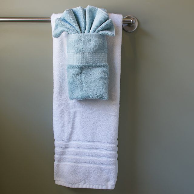 How to hang bathroom towels decoratively bathroom towels for How to tie towels in bathroom