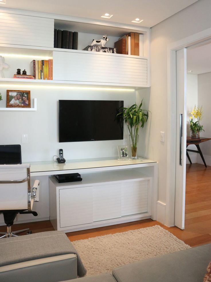 Uma morada tecnológica. Veja: http://casadevalentina.com.br/projetos/detalhes/uma-morada-tecnologica-583 #decor #decoracao #interior #design #casa #home #house #idea #ideia #detalhes #details #style #estilo #casadevalentina #office #homeoffice #escritorio