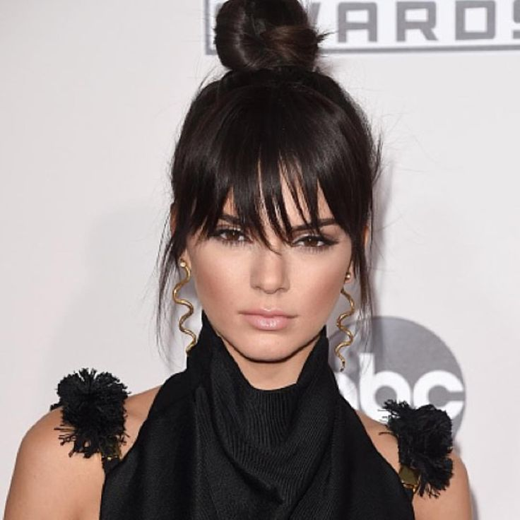 """Kardashian Beauty Hair on Instagram: """"The edgy bangs... the top knot... perfection. @kendalljenner #AMAs"""""""