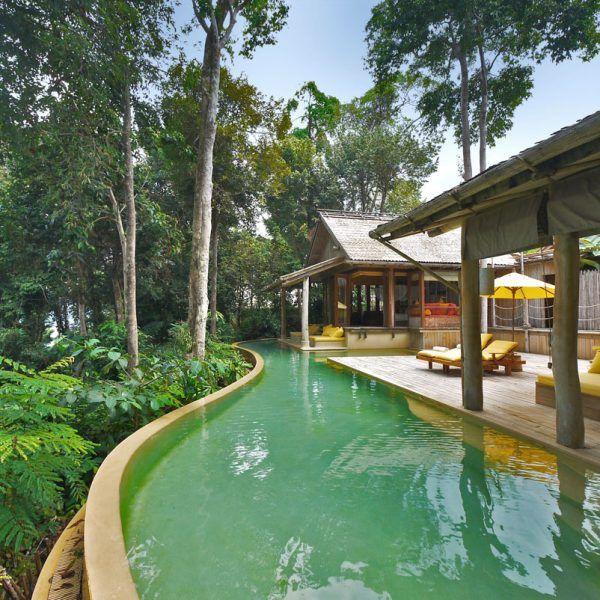 Soneva Kiri Resort (5*) Resortul Soneva Kiri ofera un aranjament de neegalat de #lux, un design prietenos si experiente autentice thailandeze de neuitat. La doar o ora de zbor de #Bangkok cu avionul privat, care va va duce prin jungla neimblanzita si plajele curate ale insulei Koh Kood si Soneva Kiri. Contactati-ne pentru #vacante personalizate ! http://bit.ly/2u2WGMk