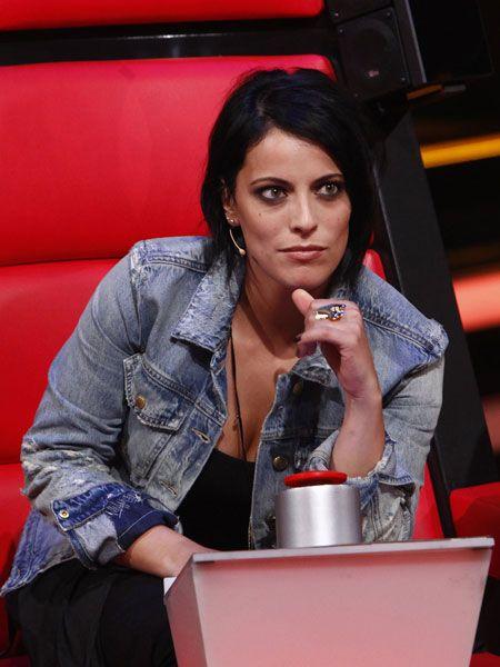 """Sie ist die neue Frau bei """"The Voice of Germany"""" und begeistert Fans und Kritiker mit ihrer natürlichen Art. Zeit, sich Stefanie Kloss"""