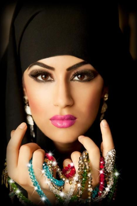 Muslim beauty...I do not know where to put this pin..what a beautiful face...