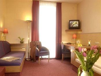 ECONTEL HOTEL Berlin Charlottenburg $61