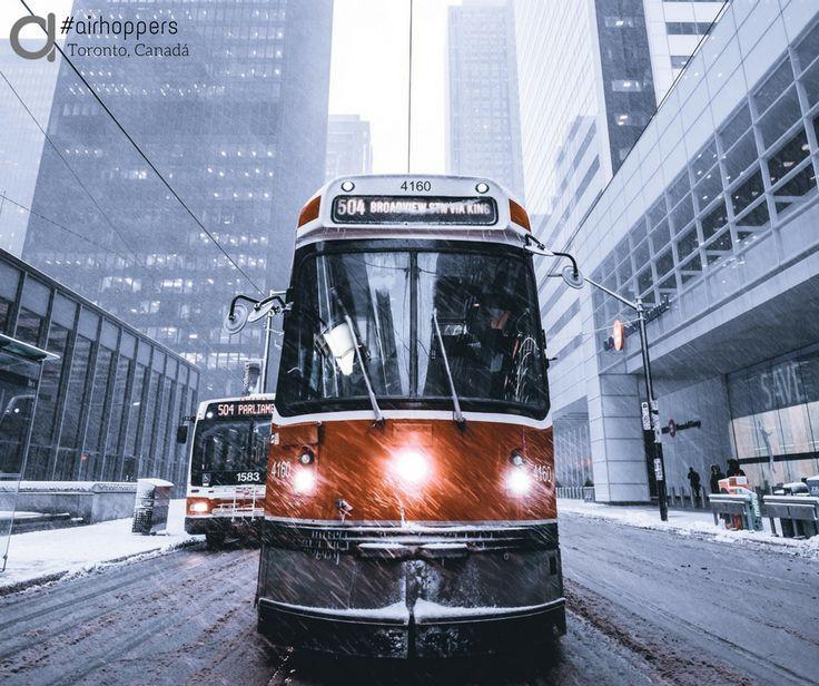 Días de lluvia en Toronto. #frases #frase #viajar #viaje #viajes #viajeros #peliculas #snapchat #postureo #risa #humor #quotes #quote #instagram #movil #grabar #verano #vacaciones #pelicula #toronto #ontario #canada #eeuu #metro #lluvia #tren #bus #extranjero