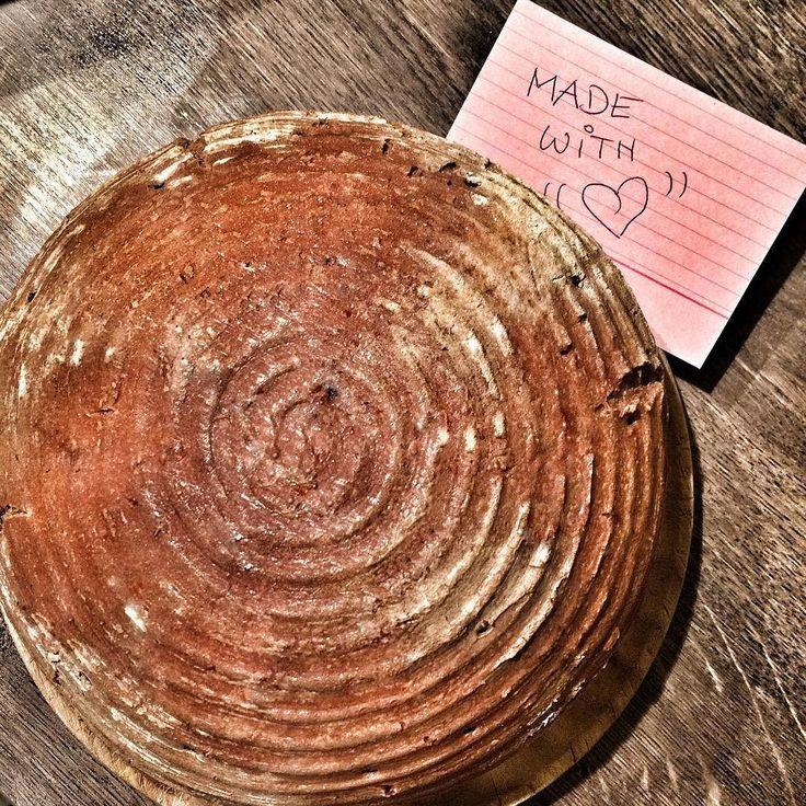 erstes selbstgemachtes sauerteigbrot mit sauerteigansatz & vorteig. 5 tage vorbereitung. mission accomplished. #sourdough #sauerteig #brot #bread #baking #organic #bio #homemade #backen #backstube #yogini #yogini #health #healthyeating #healthychoices #sustainability #greenlife #ökoschlapfen #love #simplicity #slowfood #serenity Re-post by Hold With Hope