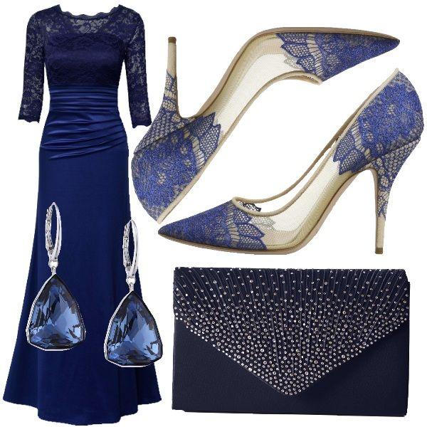 Elegante e sofisticata, con quel pizzo dalle spalle alle braccia. Scarpe particolari, ben abbinate al vestito, con dettagli in pizzo. Clutch in blu, tempestata di brillanti e pendenti in Swarovski.