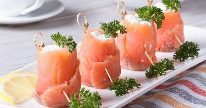15 recettes au saumon fumé pour un apéro créatif et iodé - Toasts au saumon mariné - Cuisine AZ