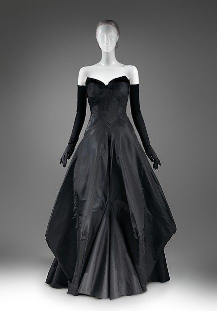 Charles James Evening dress, 1936. Love the architectural structure of this gown.