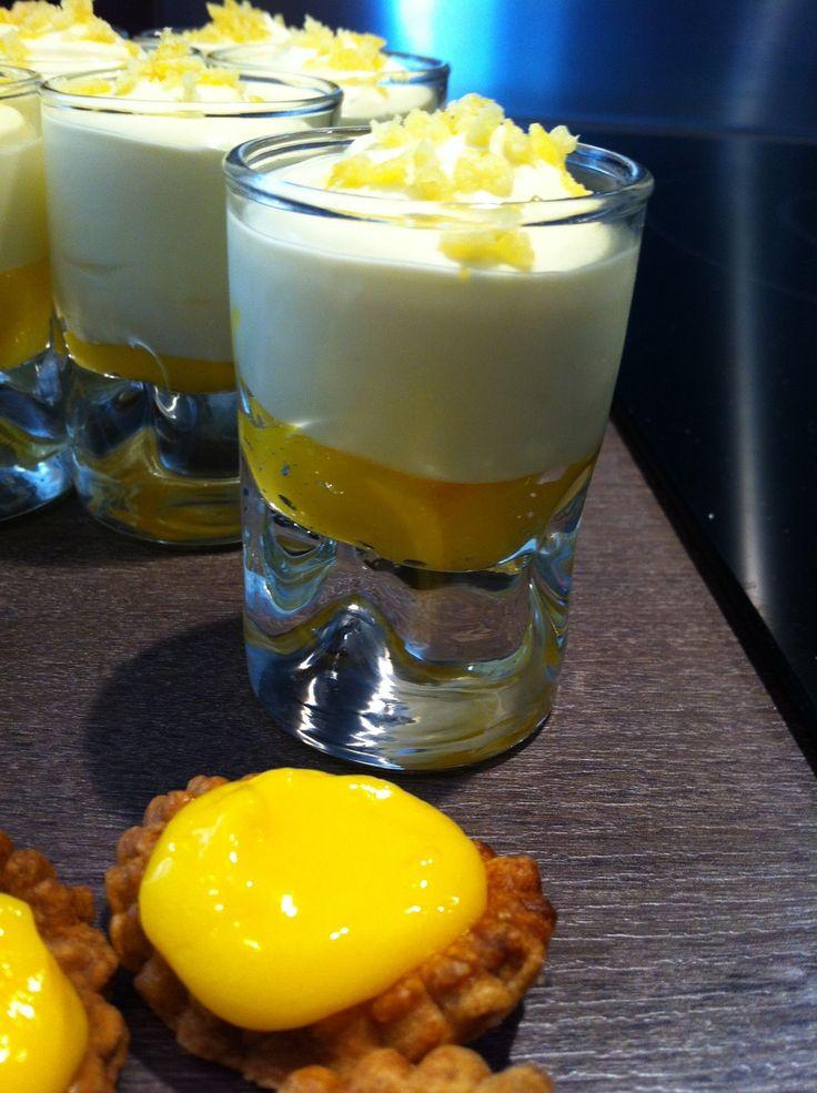Mousse citron/mascarpone Ingrédients 250 gr de Mascarpone Galbani 90 gr de sucre (en poudre) 30 cl de Crème Bridélice (liquide entière ) 3 cl de jus de citron Zeste d' ½ citron Mélangez le mascarpone, le sucre, le jus et le zeste de citron. Fouettez la...