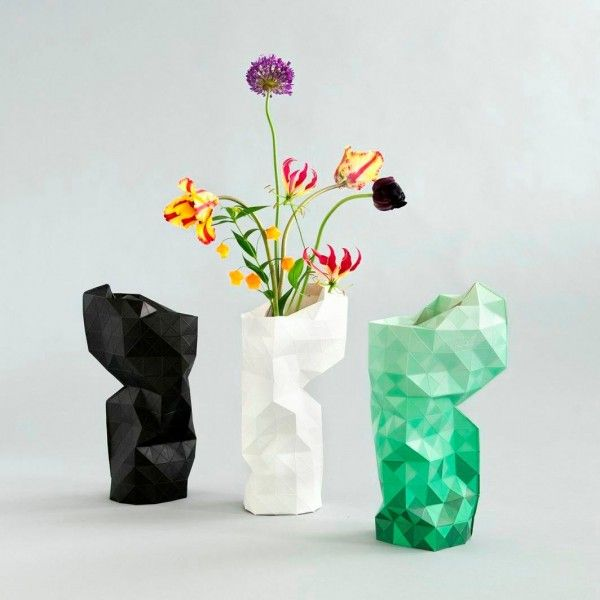 Paper Vase Cover by Pepe Heykoop & Tiny Miracles Foundation. Papieren Dutch design vouwvaas in 3 kleuren. Te koop voor € 19,95 op www.morethanhip.nl  Foldable paper Dutch Design vase. To order fot € 19,95 at www.morethanhip.com