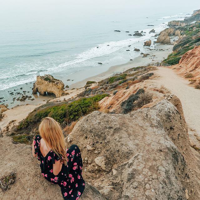 Malibu is a beach-lovers dream💙#LosAngeles  ➖➖➖➖➖➖➖➖➖➖➖  #beach #beautiful #beachlife #successlife #motivationgoals #beverlyhills #calabasas #santacruz #santabarbara #bluewater #travellover #malibu #santamonica #longbeach #vacationgoals #sealife #lovelulus #la #outfit #chicagoblogger #lookoftheday #