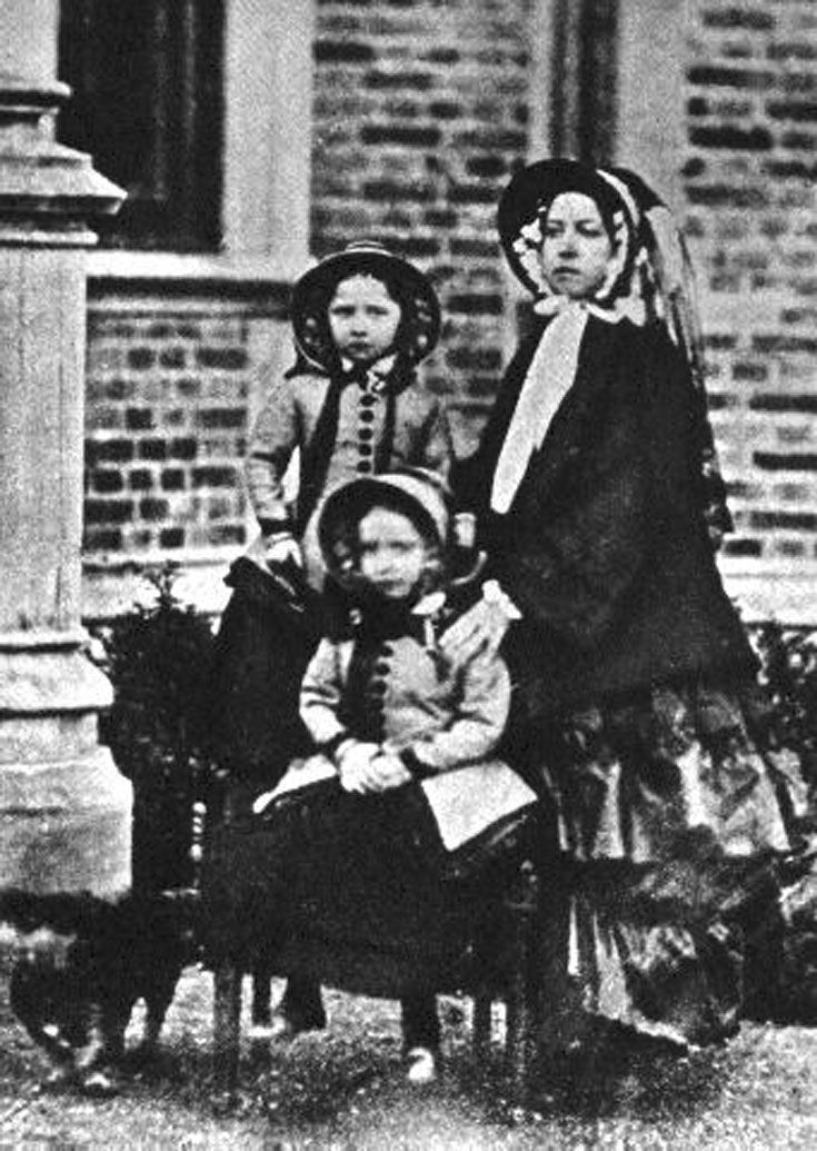 Queen Victoria and Princesses Helena and Louise in 1852