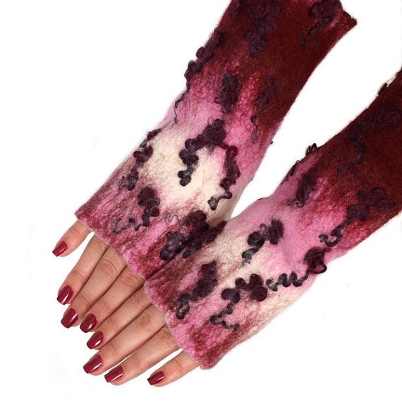 Fingerless gloves hand-felted pink and amaranth by ArtMode on Etsy