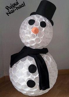 Muñeco de nieve hecho con vasos descartables   Manualidades de hogar