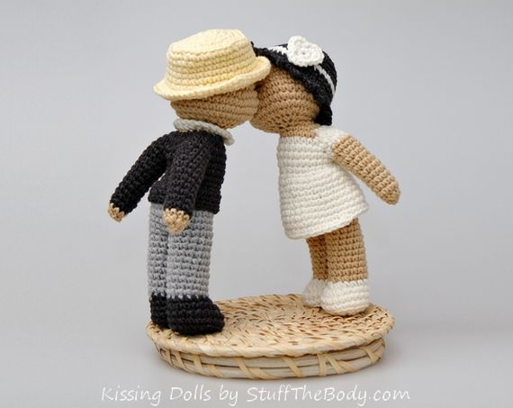 kissing dolls amigurumi pattern for wedding or bridal shower SO LOVELLY  ༺✿Teresa Restegui http://www.pinterest.com/teretegui/✿༻