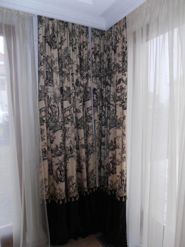 curtain in the corner / zasłona