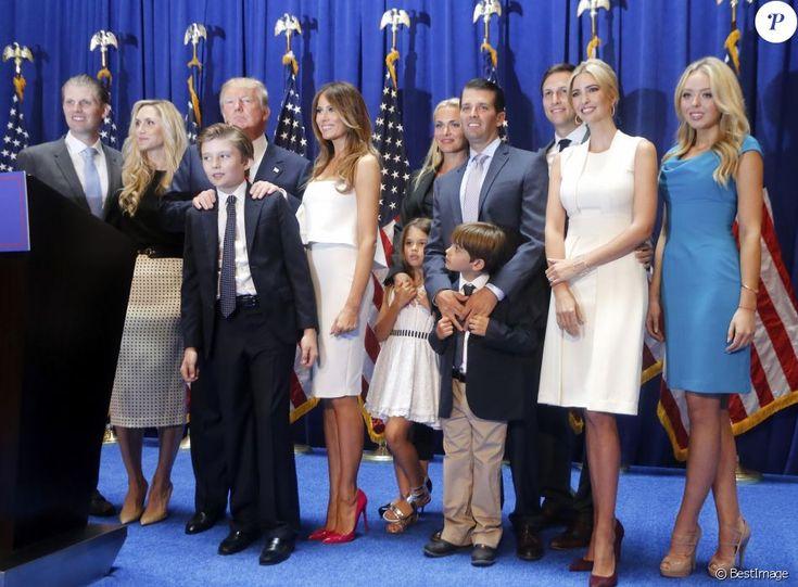Donald Trump et sa famille Ivanka Trump, et son mari Jared Kushner, Tiffany Trump, Donald Trump Jr, sa femme Vanessa Haydon, Melania Trump et son fils Barron lors de sa déclaration de candidature à l'investiture républicaine pour la présidentielle de 2016 lors d'une conférence à New York, le 16 juin 2015.