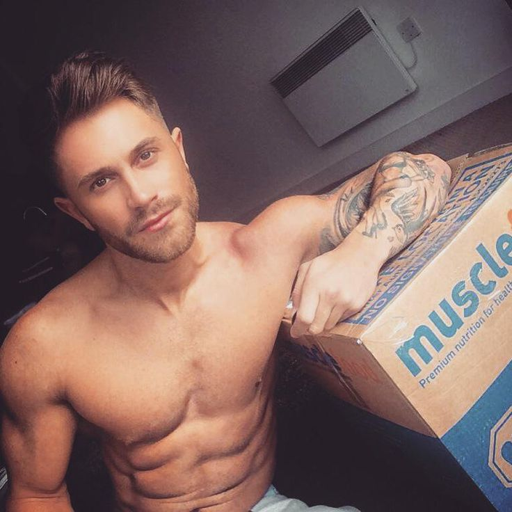 """Ross Worswick- """"In hope BBQ weather is coming back http://musclefood.com enter code ROSS1 at checkout for FREE chicken @MuscleFoodUK"""" www.musclefood.com"""