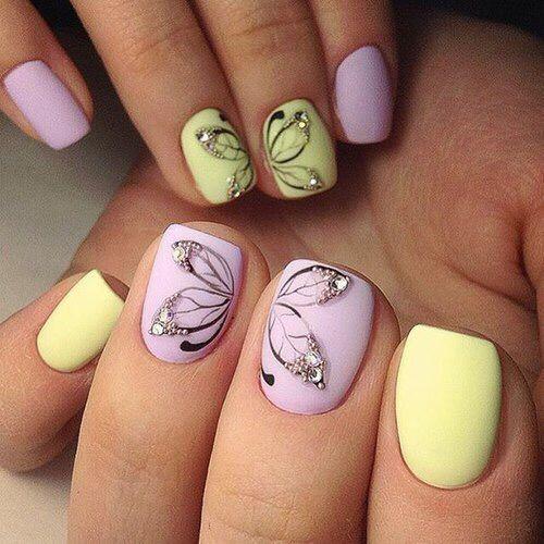 uñas amarillo y rosa pastel