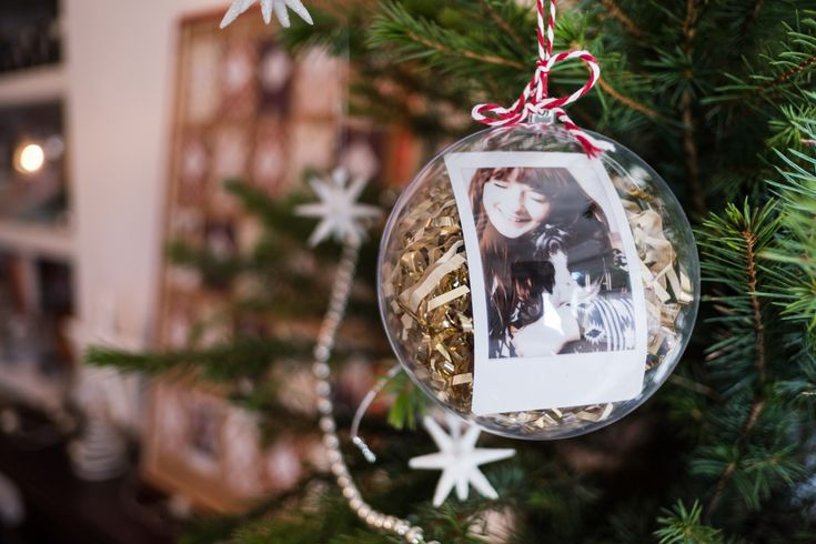 Get creative this winter and bring a bit of instax cheer to your Christmas