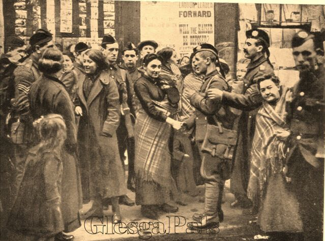 Main Street, Bridgeton, Glasgow, 1914. The 1/7th (Blythswood) Battalion Highland Light Infantry recruiting at their headquarters in Bridgeton at 92 Main Street. Fabulous photo capturing the excitement of the occasion, sweethearts and wives, smiling, excited. See the woman holding the baby in the tartan shawl- something the Glasgow women did right into the 1960's.