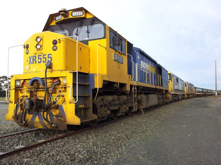 XR555, 8166 and G536 at Gheringhap