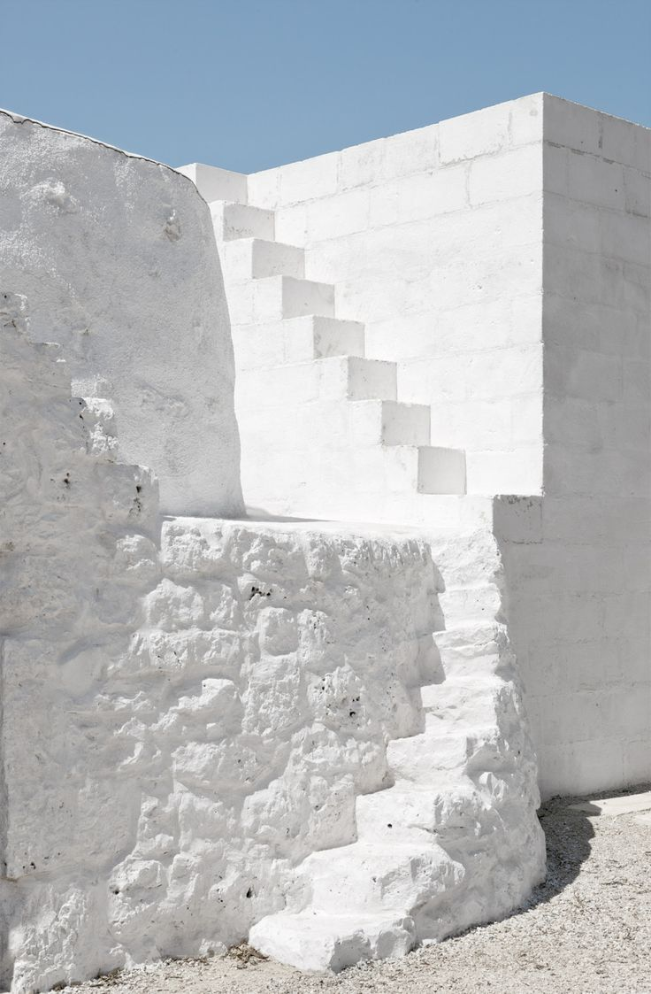 Trullo renovation - Elia Mangia - Built-in stone stairs painted white - Vernacular architecture