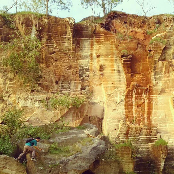 Mendaki untuk meraih ketinggian kualitas diri di Arosbaya