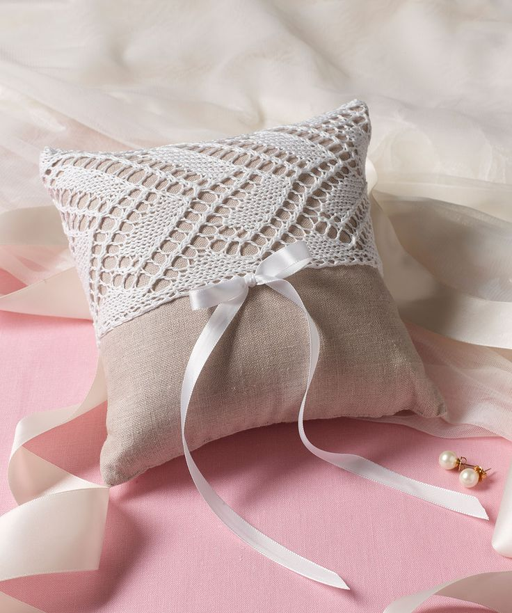 Ring Bearer's Pillow | Red Heart free pattern