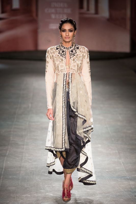 Anju Modi at India Couture Week 2014 - black and white