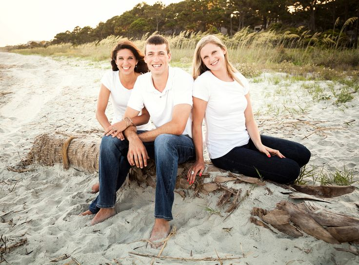 Family beach portraits. Young adult siblings. Hilton Head Island, SC. Bluffton's Best Family Photographer 2012-2014.